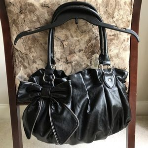 City Streets Black Bow Hand Bag